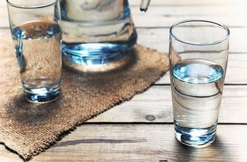トルマリンでマイナスイオン水を作る